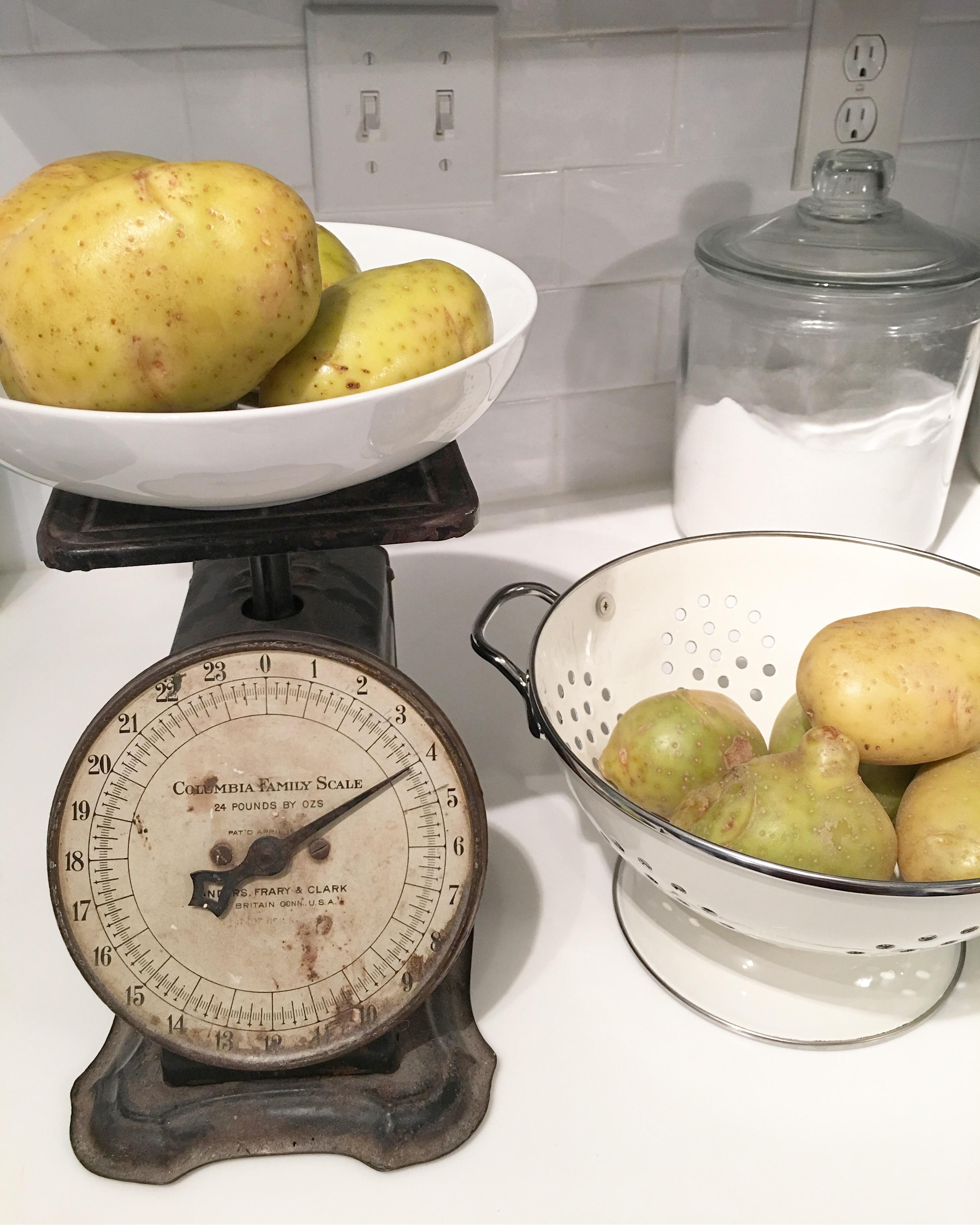 Vintage Kitchen Scale Piddlin
